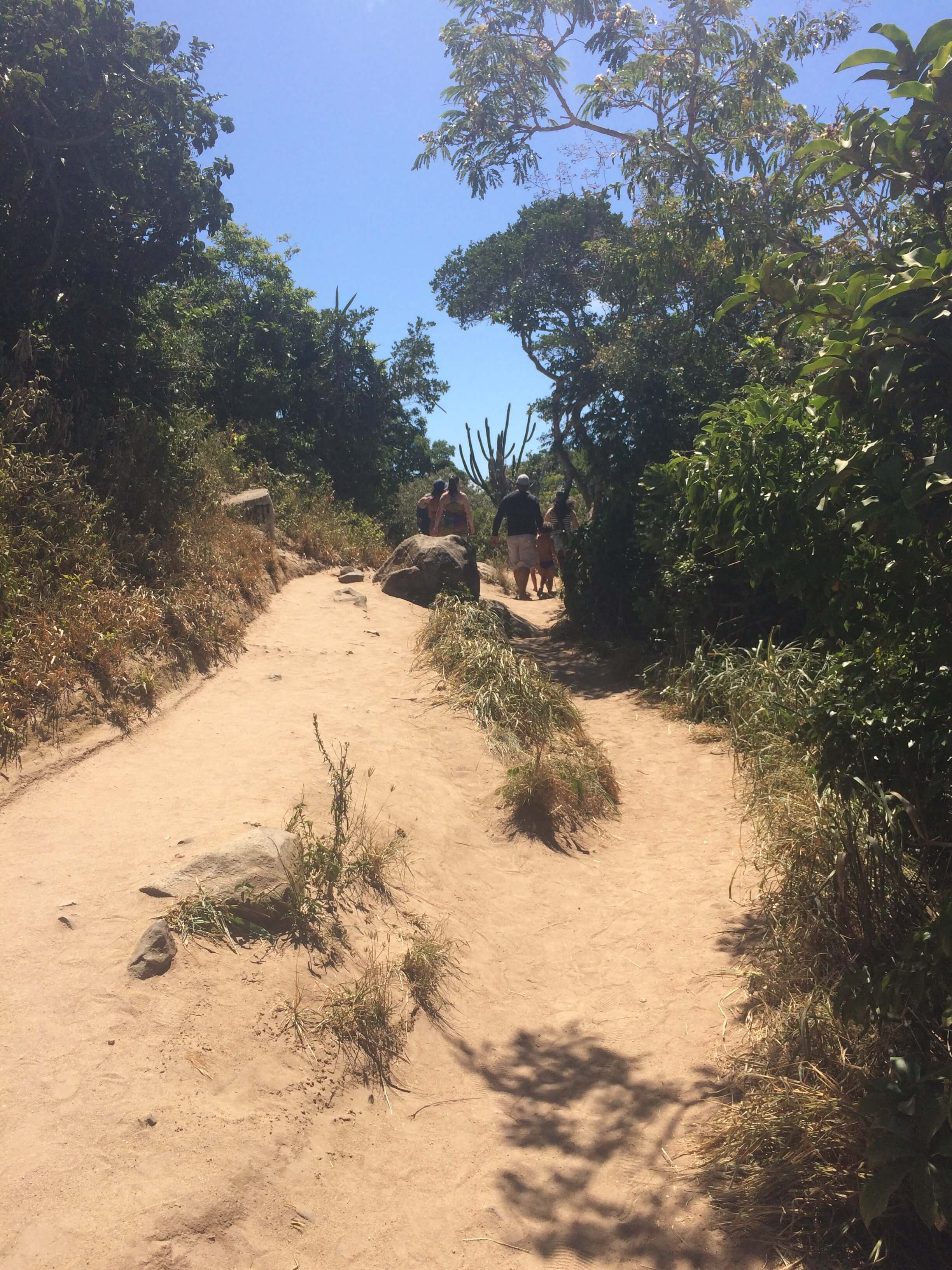 Praia do Forno Arraial do Cabo trilha