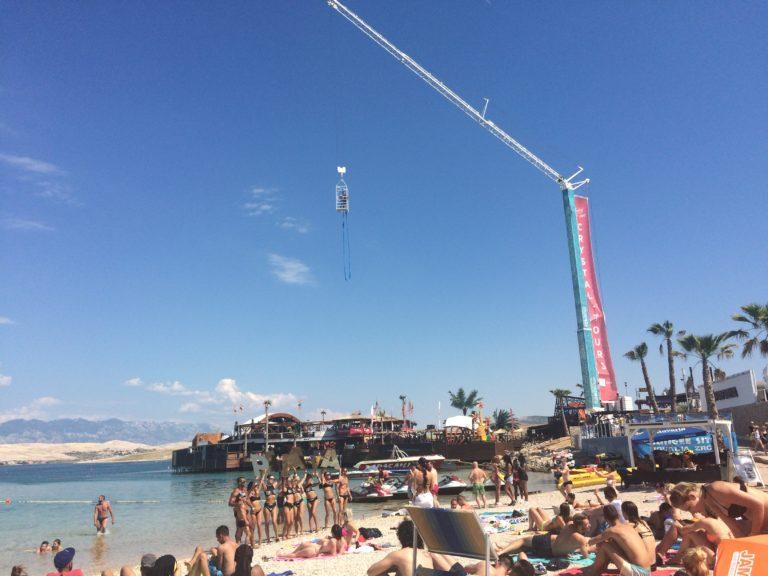 Festas no verão europeu Zrce Beach, Novalja Croácia