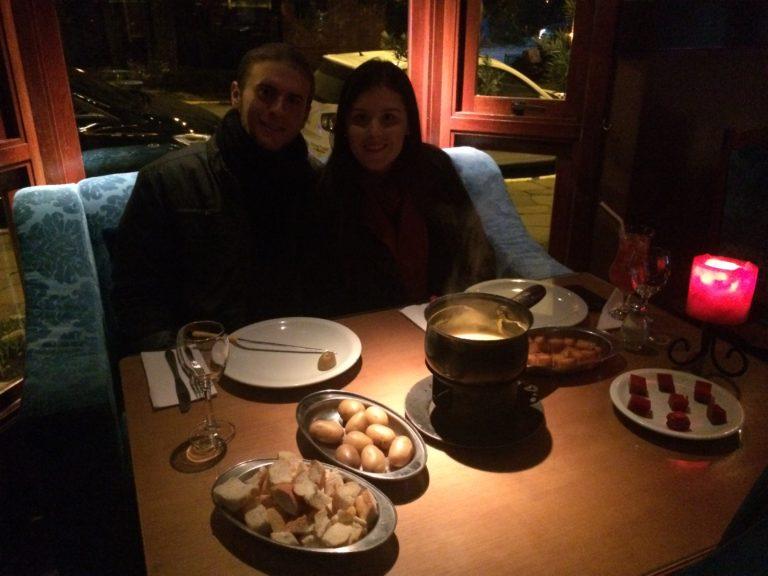 Passeios românticos em Gramado Fondue no Restaurante Carlito's