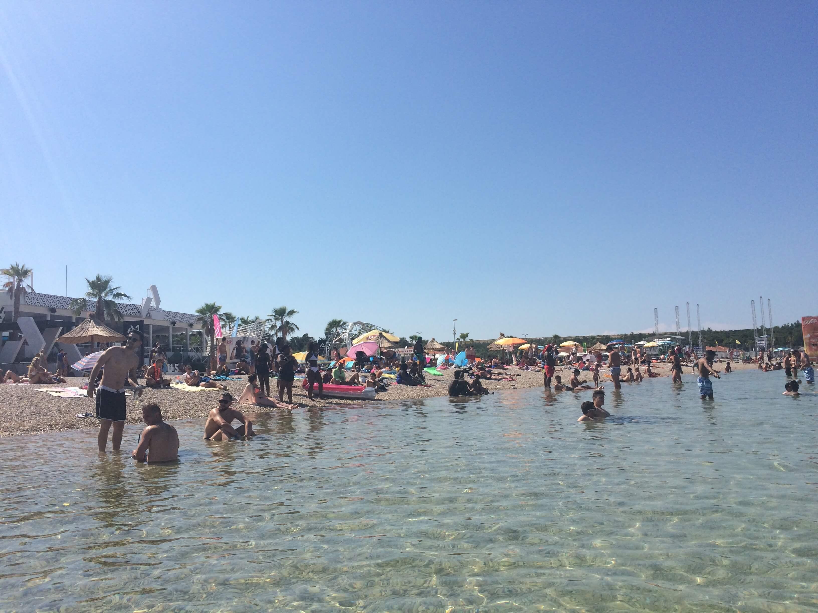 Zrce Beach Novalja Croácia festas